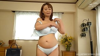 Inferior unexcelled video of Japanese mature Nishiuchi Risako possessions naked