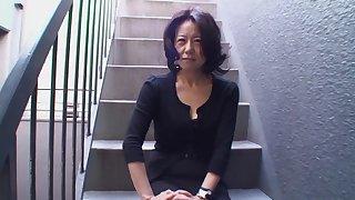 Amateur Japanese adult Junko Sakashita moans during going to bed