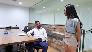 Polemical babes Avery Black and Brooklyn Gray share a dick in be passed on office